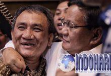 Sebut Jenderal Kardus, Andi Arief Dirangkul Prabowo Seperti Ini!