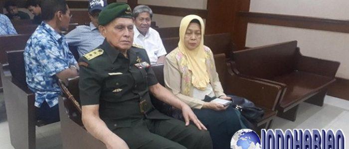 Kivlan Zen Jalani Sidang Dengan Pakaian TNI