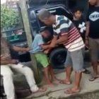 Miris!! Hampir Mati,Anak Kecil Dipukuli Dalam Video