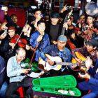 Sungguh Merakyat, Jokowi Nyanyi di Bandung Bersama Pengamen Jalanan