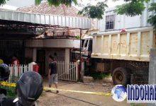 Tamu Tak Diundang, Kecelakaan Truk Bir Masuk Kedalam Teras Rumah