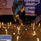 Warga Gelar Aksi Pasang Lilin di Lokasi Bom Bunuh Diri