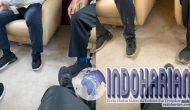 Permalink to WOW! Meninjau Karhutla, Sepatu Jokowi Kotor, Netizen: Lebay
