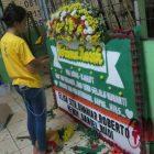 Pedagang Karangan Bunga Rawa Bolong Menolak Pesanan Untuk Ahok