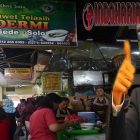 Pak Jokowi Rela Makan Dawet Bu Dermi Sambil Berdiri, karena..